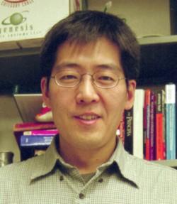 이진호 기초과학연구원(IBS) 강상관계물질연구단 연구위원(서울대 물리천문학부 교수).